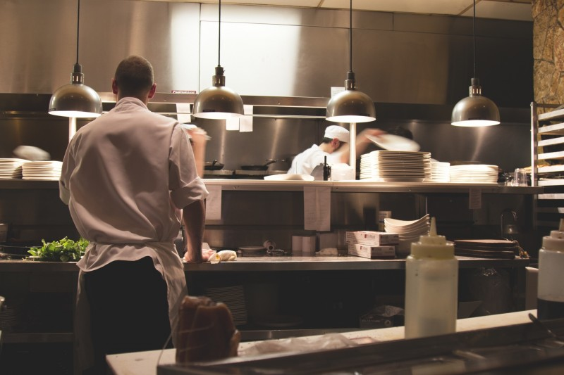 Klæd kokken på med kokketøj fra imagewear.dk